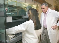 Dr. Topol in lab at Scripps