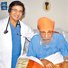 Dr. Purshotam Lal and his 104-yr-old patient, Hari Singh